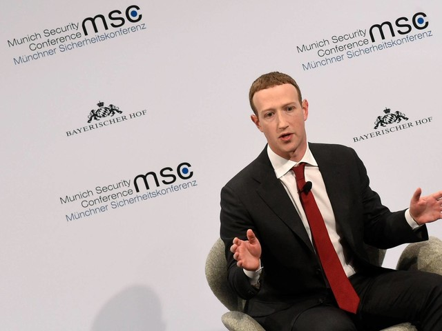 Facebook deve ser tratado como algo entre tele e jornal, diz Zuckerberg