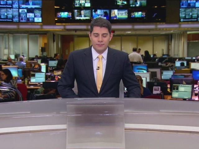Meses depois, Evaristo Costa volta à Globo e faz piada com a emissora