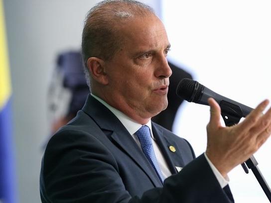 Onyx Lorenzoni mantém assessores de Eduardo Cunha no governo