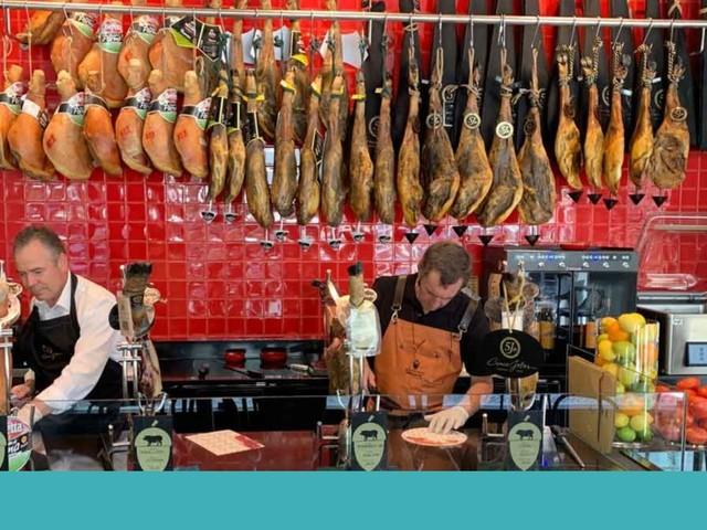 Em Lisboa, há um atelier Genuíno para entrarmos no mundo dos presuntos