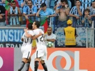 Paulo Roberto e Cássio foram os responsáveis pela vitória épica do Corinthians. Time de Fábio Carille ganhou a 'primeira final' do Brasileiro de 2017. Derrotou o Grêmio, em plena Porto Alegre, por 1 a 0. O líder invicto chega a incríveis 86,7% de aproveitamento…