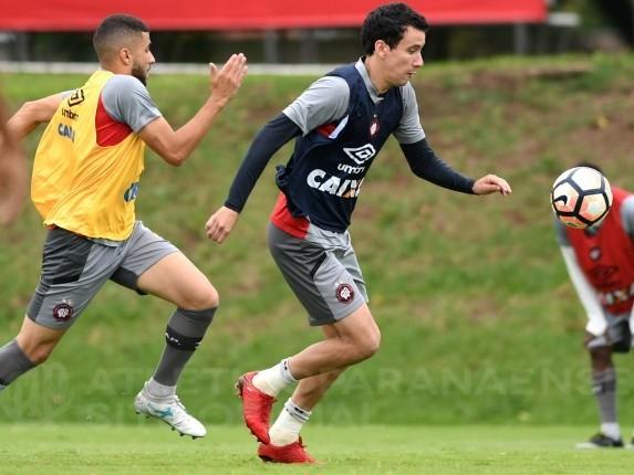 Pablo exalta pré-temporada do Atlético-PR e trabalho de Diniz