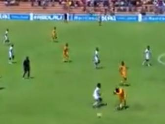 """Na África do Sul, time coloca adversário """"na roda"""" nos minutos finais"""