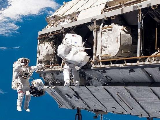 Estação Espacial Internacional recebe mais dois astronautas