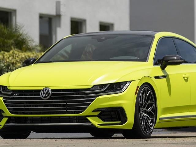 """VW Arteon R-Line Highlight rebaixado com rodas de 20"""""""