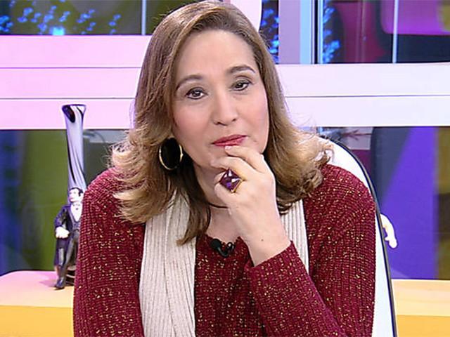 """Filho de Sonia Abrão surge em foto após 27 anos e apresentadora comemora: """"Só sentimento"""""""