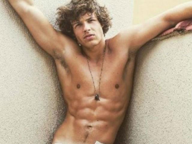 Aos 20 anos, filho da atriz Luiza Tomé faz sucesso como modelo