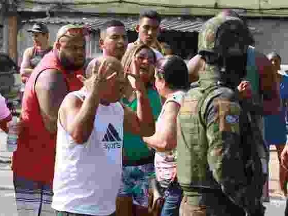 Vai receber a Medalha da Vitória | Governo condecora advogado de suspeitos de matar músico no Rio
