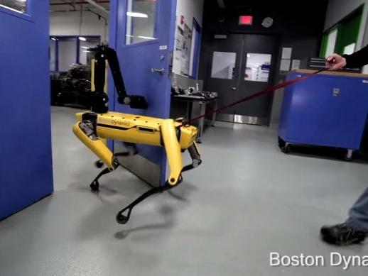 Robô da Boston Dynamics abre portas mesmo se os humanos não quiserem