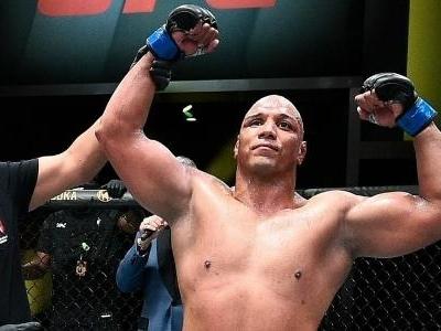 UFC Vegas 26   Marcos 'Pezão' inova e usa luta agarrada para vencer norte-americano Maurice Green