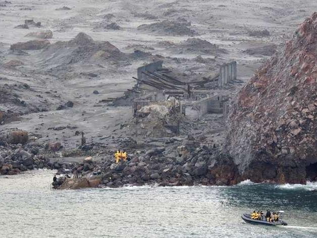 Mergulhadores procuram corpos de vítimas de erupção na Nova Zelândia