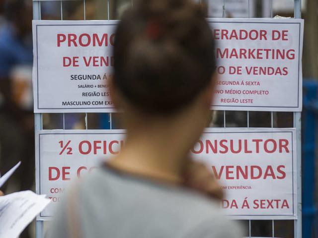 Desemprego global deve seguir estável em 2018; taxa cai no Brasil, diz OIT