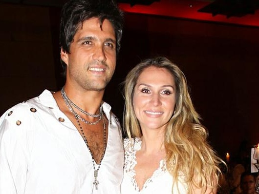 Leo Chaves anuncia fim de casamento nas redes sociais e recebe resposta da ex-esposa