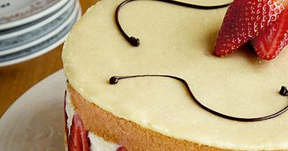 Domingou! Aprenda a fazer uma luxuosa sobremesa de morango