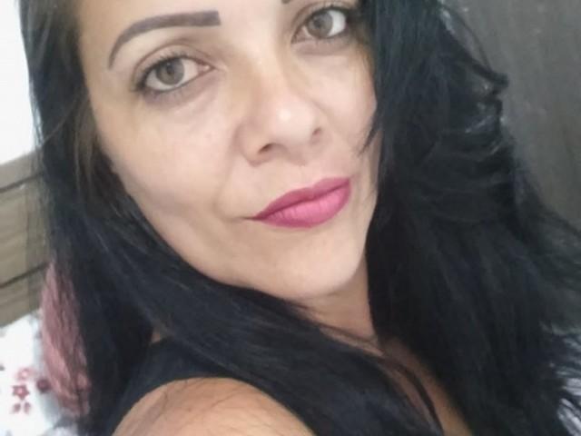 Mulher é morta a facadas e filha encontra corpo dentro de casa em Vila Velha, ES