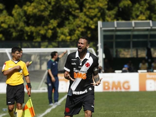 Em jogo com duas expulsões, Vasco vira sobre o Fluminense em São Januário: 2 a 1