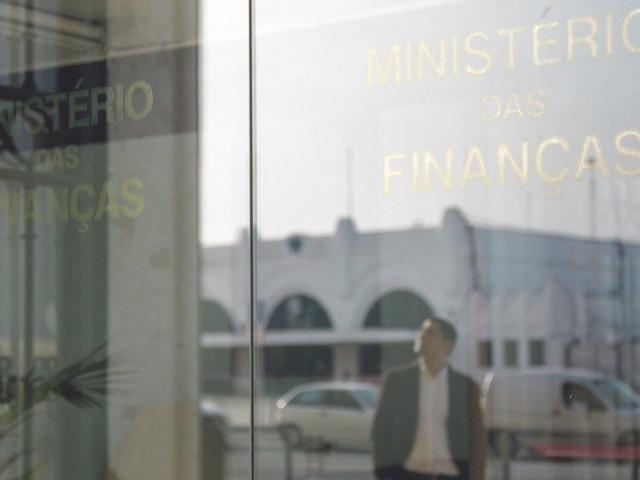 Metade das empresas públicas escondeu salários às Finanças em 2016