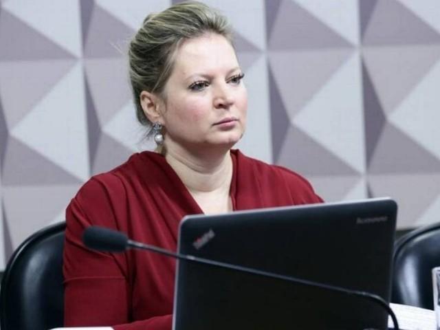 Joice Hasselmann manda recado ao clã Bolsonaro: 'Sei o que fizeram no verão passado'