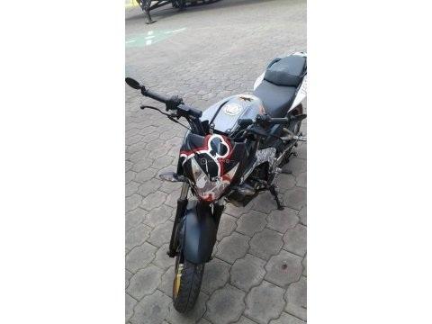 Naked Sport 200