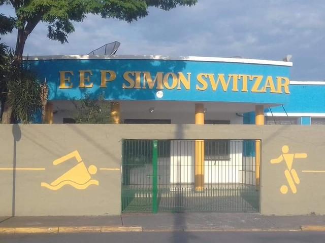 Sindicato dos professores entra na Justiça contra Doria por pintar fachada de escolas de SP de azul e amarelo