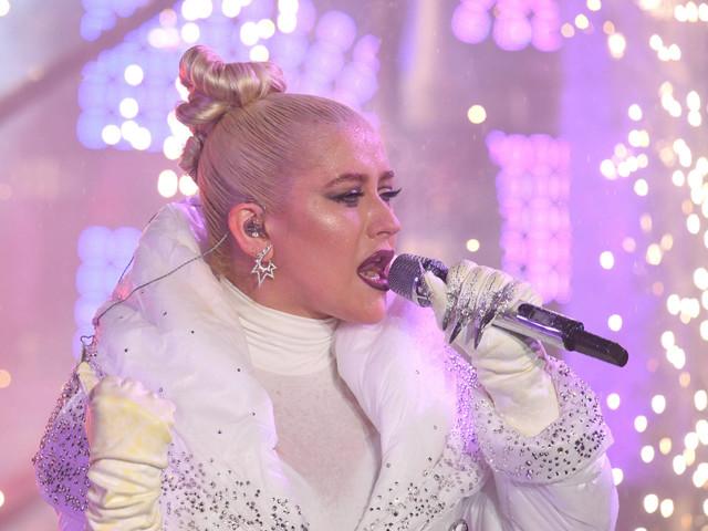Christina Aguilera parabeniza Lady Gaga por desculpas por parceria com R. Kelly