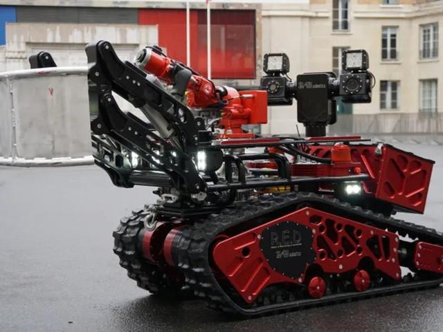 Bombeiros franceses usaram ajuda de robô para apagar incêndio em Notre-Dame