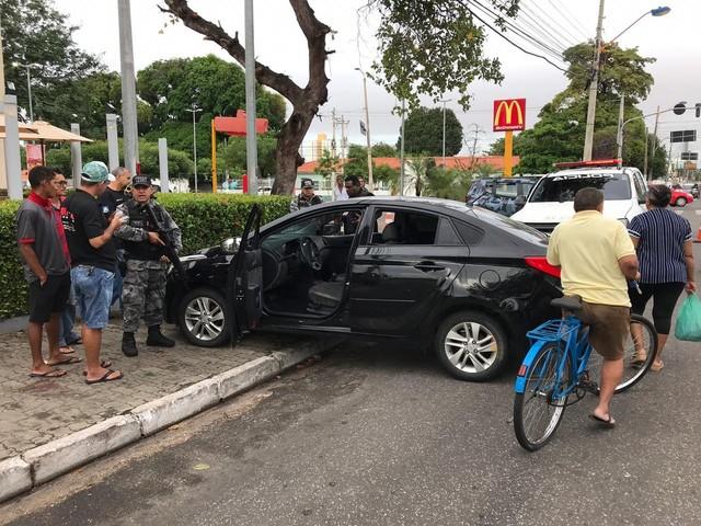 Funcionário de fast food passou informações para criminosos antes do assalto, diz Polícia