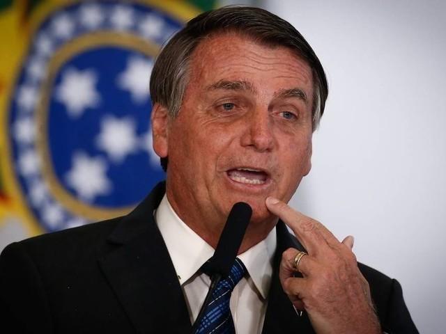Bolsonaro diz que não é 'negacionista', mas volta a questionar medidas restritivas no auge da pandemia