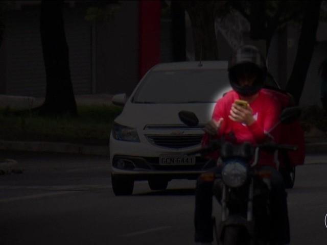 Projeto de lei estuda restringir circulação de motos em corredores entre os carros