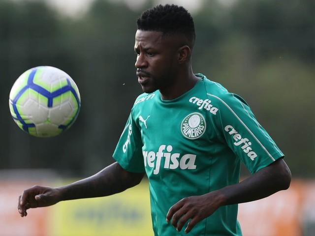 """Ramires canta """"Para nossa alegria"""" em trote no Palmeiras"""