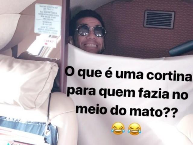 """""""Fazia no mato"""". D. Alves não tem aperto para ir ao banheiro em avião"""