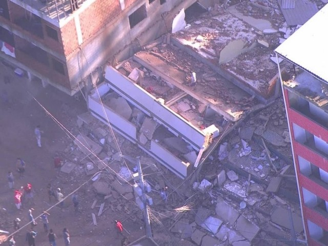 Dois prédios desabam na comunidade da Muzema, na Zona Oeste do Rio