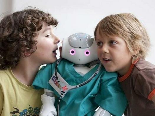 Crianças tendem a mudar de opinião mais facilmente para concordar com robôs