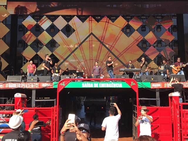 Passagem de som de 'Amigos' vira show particular para funcionários no Parque do Peão em Barretos