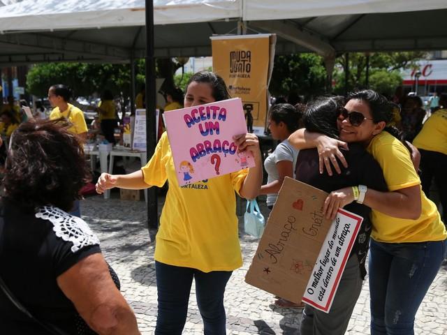 Praça do Ferreira, em Fortaleza, é palco de ações de prevenção ao suicídio