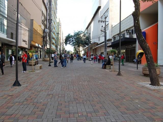 Veja o que abre e o que fecha nos feriados de Natal e Ano Novo em Londrina e Maringá