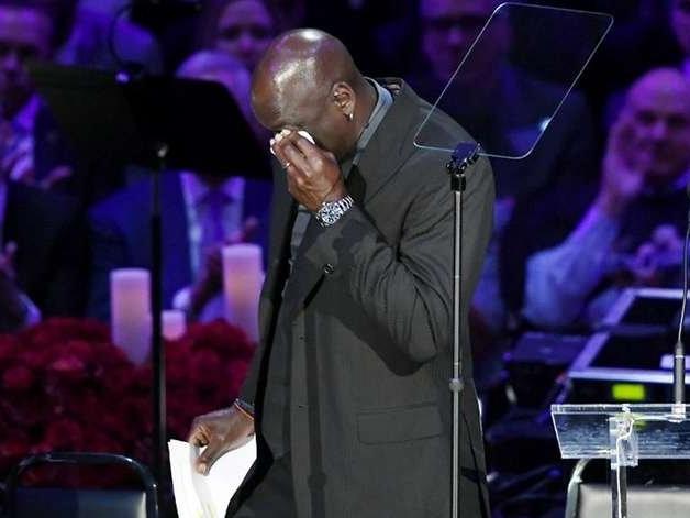 Staples Center lotado faz última homenagem para dar adeus a Kobe Bryant