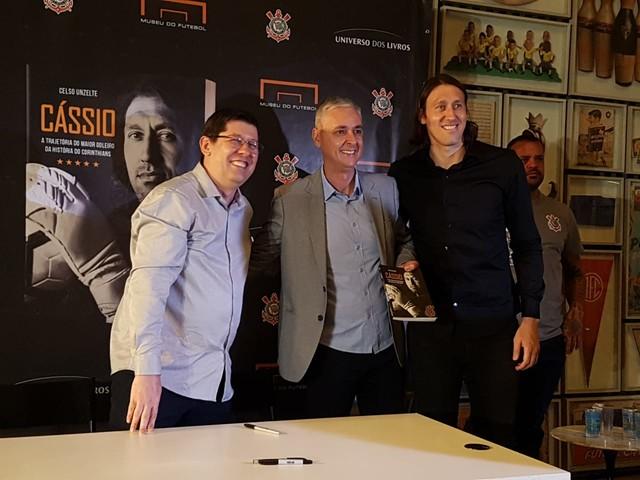 Cássio nega ser maior goleiro da história do Corinthians e exalta clube em evento de livro biográfico
