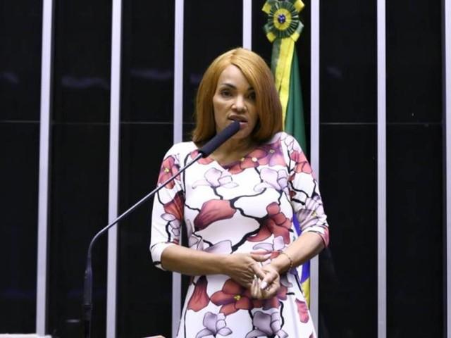 Após cassação, Flordelis é presa em casa no RJ