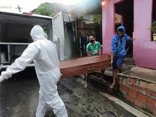 Amazonas vive cenário de guerra e médicos transportam oxigênio nos próprios carros