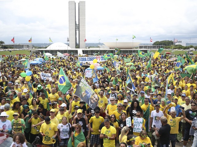 During Weekend, Brazilians Rally For And Against Presidential Candidates