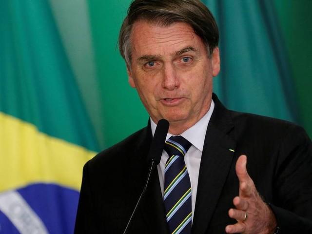 Bolsonaro lamenta incêndio na catedral, que atingiu 'símbolo da espiritualidade cristã'