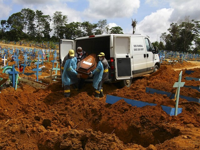 Total de mortes por covid-19 no Brasil supera 420 mil, diz Ministério da Saúde