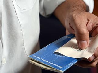 Taxa de desemprego só volta a nível pré-recessão em 2022, indica estudo