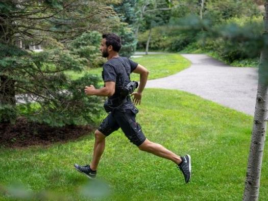 Pesquisadores desenvolvem exoesqueleto que auxilia em atividades físicas