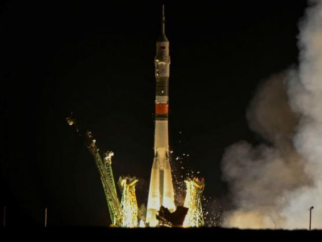 Soyuz é lançada com 3 astronautas rumo à estação espacial
