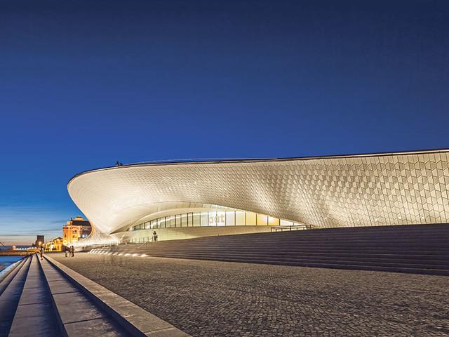 Descubra a arquitetura do MAAT numa visita guiada