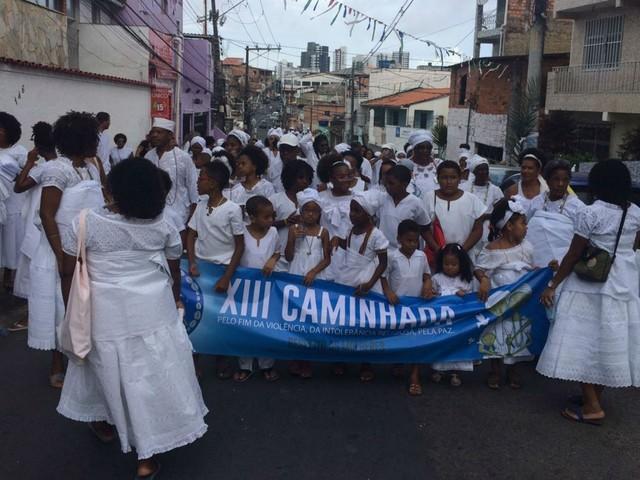 Povo de santo faz caminhada pelo fim da violência contra a mulher e intolerância religiosa em Salvador