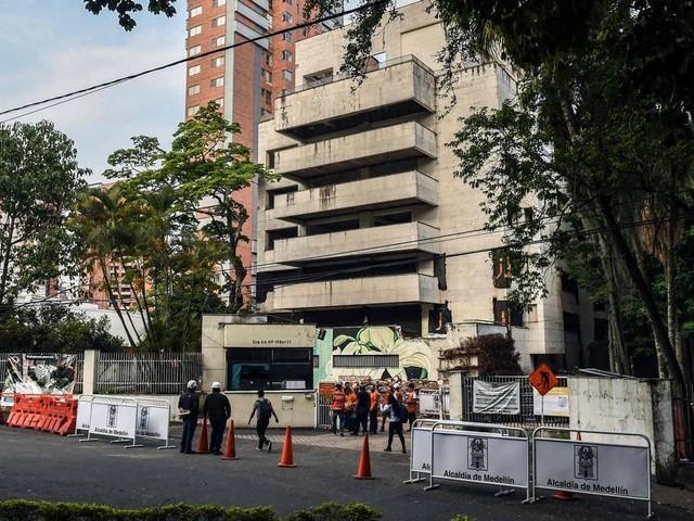 Colômbia implode fortaleza do narcotraficante Pablo Escobar em Medellín