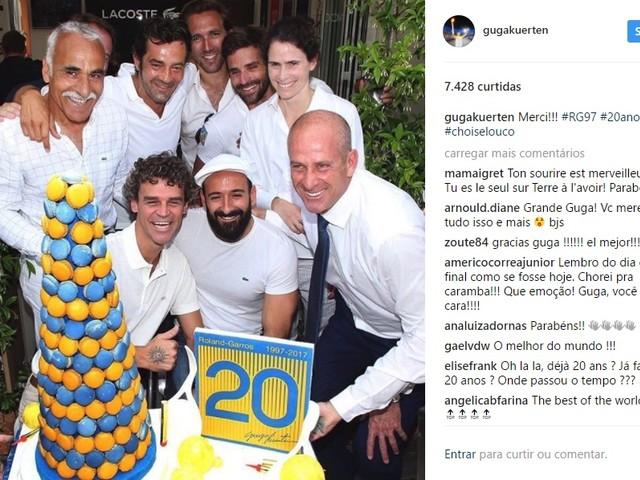 Guga recebe homenagem em Roland Garros 20 anos após primeiro título